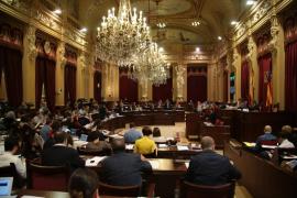 El Parlament deroga la ley de maternidad del PP
