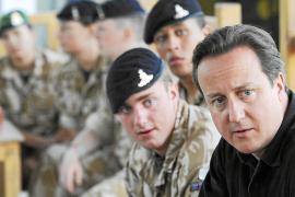 Los talibanes intentaron derribar el helicóptero de Cameron en Afganistan
