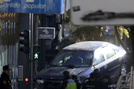 El acusado de estrellar su coche contra la sede del PP: «Sólo quería llamar la atención»