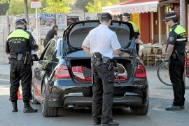 Un conductor huye de la policía en Palma con sus tres hijos pequeños al no tener carnet