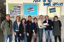 El instituto de Porto Cristo entrega a Aprop los 1.325 euros recaudados en la bicicletada solidaria