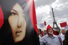 Concentración en París contra la lapidación de la iraní Sakineh Mohammadi