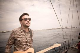 Funambulista mide su pop con «mensaje optimista» en Ciutat