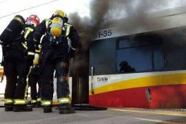 Se incendia un tren de Serveis Ferroviaris de Mallorca en la estación de Binissalem