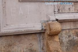 Identificado el presunto autor de inscripciones de sus iniciales en edificios del centro histórico de Palma