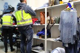 Tres detenidos en Palma en una operación nacional de artículos falsificados