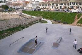 La Policía evita una gran pelea entre grupos de Maó y Ciutadella