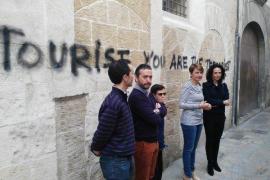 El PP critica la pasividad de Cort y exige que se borren las pintadas