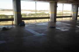 El Parlament pide a Aena no se cobre el aparcamiento en aeropuertos a enfermos