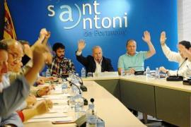 Ibiza quiere prohibir el consumo de cualquier bebida en la calle