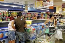 Los supermercados hacen el agosto en las zonas turísticas