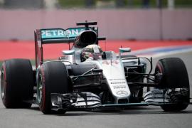 Hamilton lidera los tiempos en Sochi y Alonso se sitúa décimo
