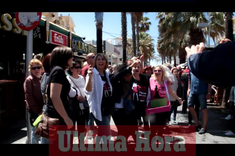 Trasladan una 'excursión etílica' que ocupaba la Platja de Palma ante la presencia policial