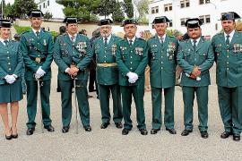 Entrega de la bandera a la Guardi Civil