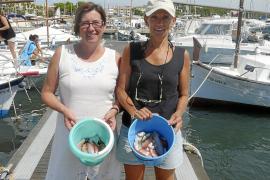 Los pescadores se hacen a la mar en busca de los preciados 'raors'