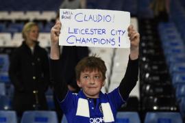 Una plantel de saldo y un técnico arrinconado, agitadores del Leicester