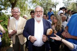 El PSOE pide la dimisión de Arias Cañete por la amnistía fiscal a su mujer