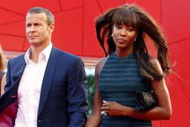 Naomi Campbell pisa la alfombra roja de Venecia