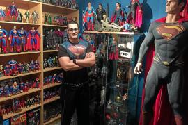Javier Olivares desvela en un libro todos los secretos de Superman