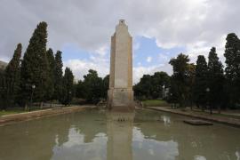 La transformación del monumento del «Baleares» en vez de derribarlo beneficia a la izquierda
