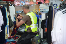 Intervienen más de 10.000 equipaciones de fútbol falsas en tiendas de Peguera