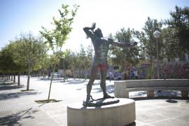 Cort «no ha pagado» la estatua de Joanot Colom colocada en 2003