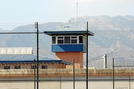 La investigación de la cárcel apunta a que el preso que está en coma fue agredido