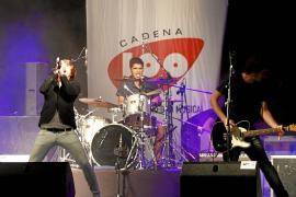 Melocos entona los himnos de la historia del pop español en Ses Voltes