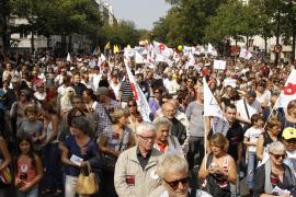 Miles de personas se manifiestan contra las expulsiones de gitanos en Francia