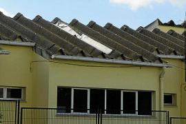 Los alumnos de 27 centros educativos de Balears continúan expuestos al amianto