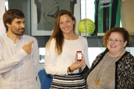 Melani Costa recibe la insignia Olímpicos IB