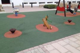 Destrozos en un parque infantil y vertidos ilegales en Capdepera