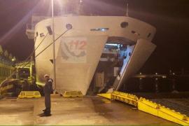 Un buque de Balearia colisiona con el puerto de Ceuta durante la maniobra de atraque