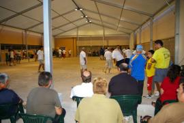 Llucmajor inaugura la primera pista cubierta de petanca de España