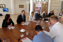 Palmer expresa «total apoyo» al cambio de modelo turístico en Magaluf