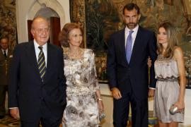 Los Reyes y los príncipes de Asturias ofrecen la tradicional cena de despedida