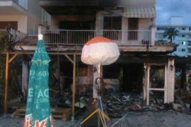 Un incendio calcina un restaurante en el Port d'Alcúdia