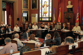 Calvo pretende reducir el presupuesto del Ajuntament para 2011 un 10 por ciento