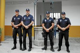 El alcalde de Maria se reconcilia con sus policías y ambas partes retiran las denuncias