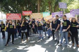 Los trabajadores del casino frustrado salen a la calle para protestar