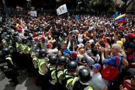El régimen de Maduro y la oposición llevan a Venezuela al borde del abismo