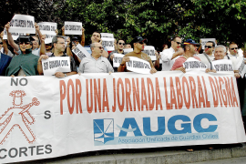 Decenas de guardias civiles protestan ante Interior por sus condiciones laborales