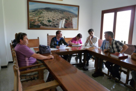 El alcalde crispa el pleno de Vilafranca al tildar de 'poc home' a un regidor por ser gay