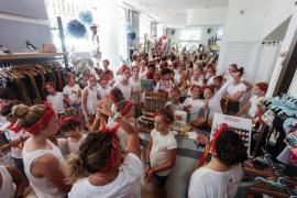 Un flashmob solidario de la Escuela Francesa de Ibiza