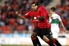 El Mallorca gana al Elche y se aleja del descenso