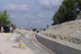 El Govern deberá  construir de nuevo el muro del tren de Sineu y arreglar puentes defectuosos de la línea