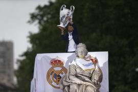 El Real Madrid brinda la undécima Copa de Europa a sus aficionados en Cibeles