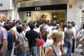 Éxito de público en la inauguración de la primera tienda Apple de Palma