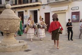Las Àguiles y Joan Pelós llenan las calles con sus bailes por el Corpus