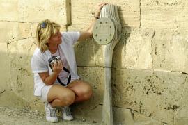 Solicitan a Patrimoni que preserve la lápida dedicada al aviador inglés Kenneth Cromer